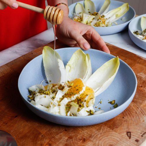 Anastasia Lammer, Honig, Holzlöffel, Wintersalat, Chicorée Salat mit Orangen und Pistazien