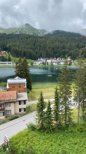 Hotel Valsana Zimmersicht auf Obersee, Berge, Bäume, See