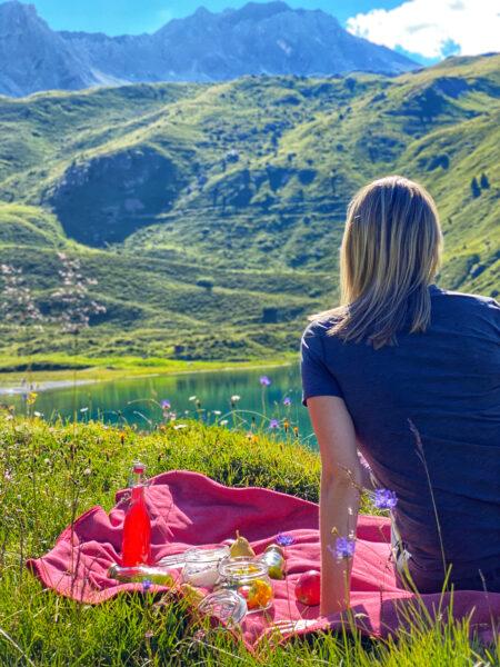 Picknick mit Blick auf See und Berge in Arosa Schweiz