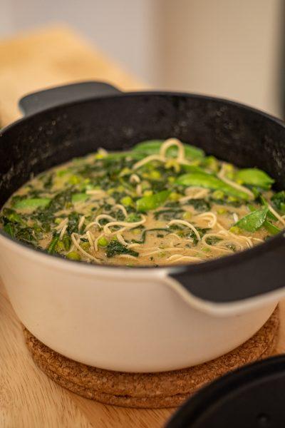 Miso Ramen Suppe in Schüssel serviert