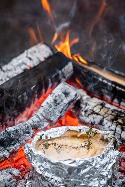 Vacherin Fondue am offenem Feuer, Glut, Lagerfeuer