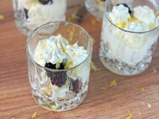 Trifle, Zitrone, Brombeere, Meringues, Dessert